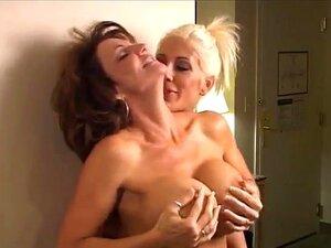 Big Boobs Bobby Em Acção Na Luta De Mulheres Porn