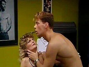 Europeu Vintage Xxx Filme Pornô Com Muitas Cenas. Um Clássico Vídeo De Sexo Com Putas Retro Cabeludas A Serem Espancadas E Também Com As Suas Putas Cabeludas Molhadas Lambidas. Porn