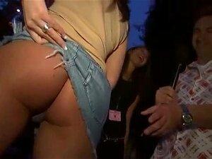 Teen Vagabunda Quer Bater Em Sua Bunda Suculenta Neste Upskirt Festa Vídeo Porn