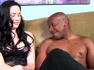 A Lacey Lay Aceita A BBC Na Sua Rata, é Novinha Em Folha Na Pornografia Inter-racial. As Mamas Perfeitamente Naturais Da Lacey Abanam-se E Abanam Enquanto A Pila Negra Do Mandingo Trabalha Naquela Rata. Porn