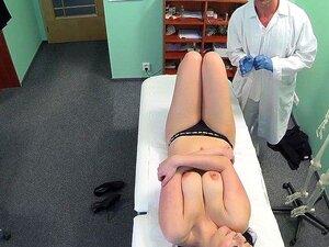 FakeHospital Hot Babe Quer O Médico Para Chupar As Tetas Dela Porn