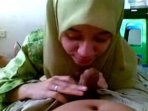 A Mulher Muçulmana Chupa Uma Pila Porn
