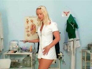 Supear Enfermeira Loira Sexy, Puxando Os Lábios Buceta Estranha Porn