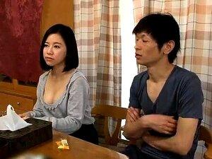 Massagista Asiática Puta Chupa Pilas Durante A Massagem Nuru Porn