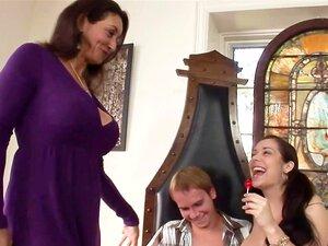 Mãe E Filha Cocksucking Concurso Com Peitos Enormes Porn