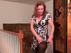A American Gilf Melody Precisa De Acariciar A Sua Cona Peluda Porn