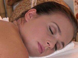 Salas De Massagens Adolescentes Lésbicas Rapadas Buracos De Ratas Ficam Molhadas E Escorregadias Porn