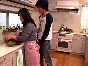 A Mãe Japonesa Vai Em Frente! A Mãe Japonesa é Seduzida Por Um Rapaz. Porn