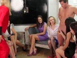 As Miúdas Das Festas Da Cfnm Ficam Com O Cumshot. As Miúdas Das Festas Da Cfnm Ficam Com O Cumshot A Puxar Perdedores Nus. Porn