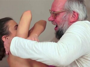 Adolescente Pequeno Fodido Pelo Avô Sortudo. Adolescente Petite Fodido Pelo Avô Afortunado Antes De Sugar Sua Torneira Porn