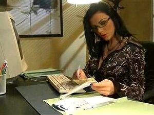 Sra. Fox, Acho Que Deixei Meu Grampeador No Cu, Se Importa Se Eu Verificar? Porn