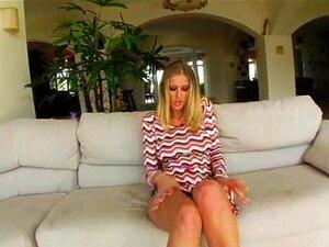 O Trânsito Do Rabo Duas Pilas O Rabo Bate Uma Miúda Com Mamas Grandes E Dá-lhe Um Tratamento Facial, A Jane Magra E Busty Está A Enfrentar Duas Pilas Grandes. Vê Aquele Belo Rabo Dela A Ser Fodido Por Cada Tipo E Depois Duas Cargas Enormes Pousam-lhe Na C Porn