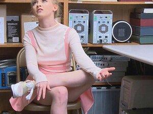Athena Rayne A Chupar Um Agente Em Serviço Como Uma Profissional E A Abrir As Pernas Para Ser Comida. O Mike Mancini é O Agente De Serviço Que Apanhou A Athena Rayne A Roubar Quando Foi Vê-la. Encontrou A Carteira Com Ela. Porn