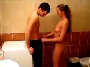 Jovens Libertinos-apaixonado Fode Lea Numa Casa De Banho Porn