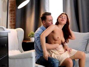 A Renata é Uma Beleza Núbil Sensual Com Um Corpo Feito Para Porn