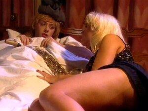 Um Cara Em Ligas E Meias De Nylon Fode Uma Gostosa Na Cama Dele Porn