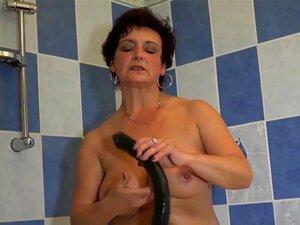 A Morena Velha Mostra As Cuecas Porn