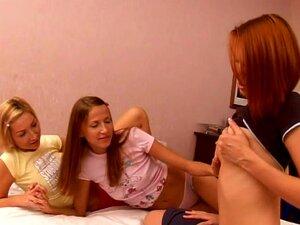 Adolescentes Esbeltas E Sensuais Lilly Com Becky E Mila Satisfazem Bucetas De Umas As Outras Porn