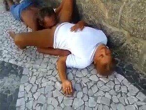 Veio Chupa Buceta Nenhuma Do Meio Da Rua Porn
