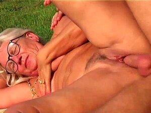 Sexo Ao Ar Livre Da Avó Porn