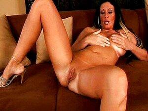 Mãe Madura Peituda Esfrega Sua Boceta Raspada Porn