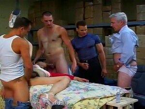 Trans Cadela Leva Dois Paus Na Bunda Dela. Três Bandidos Tesão Tem Capturado Uma Prostituta Travesti Asiática Desagradável E Aprisionou No Fundo Do Armazém. Estes Garanhões Tesão Usam O Rabo Apertado Trans Para Cada Coisa Nojenta Que Eles Podem Pensar De. Porn