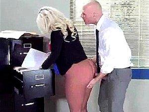 Vídeo De Sexo No Escritório Com A Enorme Juggs Sexy Girl (julie Cash) Filme-24 Porn