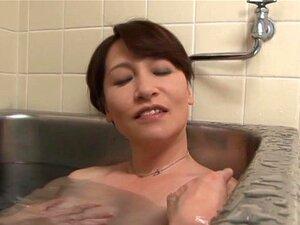 MILF Asiática A Acariciar-lhe As Mamas Enquanto Ela Dedos A Sua Rata Peluda-Yuuri Saejima Porn