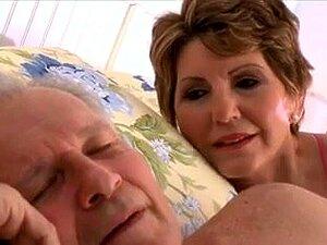 A Avó Boazona Leva A Aliada Do G-son. Porn