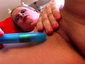 Velhos ESPUNKERS, Belas Mamas Grandes, Amadores Maduros. Dona De Casa Mais Velha Sexy Tem Um Corpo Em Forma E Um Belo Par De Mamas Porn