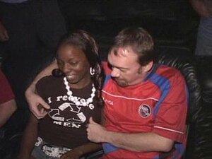 Garota Negra Desportiva Devastada No Cinema Pornô! Porn