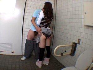 Yu Asakura Em Não Ficção. Yu Asakura é A Melhor Atriz Do Japão. De Facto, Uma Actriz Muito Gira Com Uma Cara Adorável. Aqui Está Um Vídeo De Roadtrip Adulto Com Uma Cena De Broche Em Uma Casa De Banho Pública, Sexo Na Floresta, E Terminando Com Uma Cena D Porn