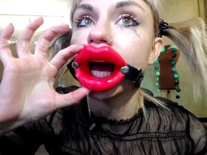 Menina Russa Fode-se Na Garganta Com Um Pau De Borracha Porn