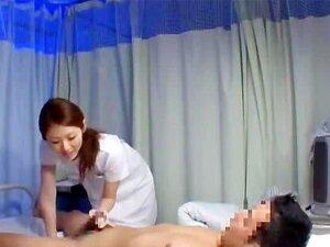 Enfermeira Dando Punheta Chupando Galo Doente Na Cama No Hospital Porn