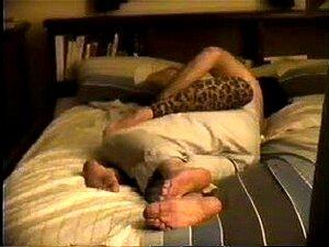 Cums Esposa Alto Então Chupa E Fode, Um Vídeo Caseiro De Comprimento Total De Uma Esposa Velha 34 Yr Comeu Um Orgasmo Alto E Então Suga E Fodido Para Um Grande Cum Tiro Que Pinta-la De Face Para O Umbigo Dela. Armário Video Cam. Porn