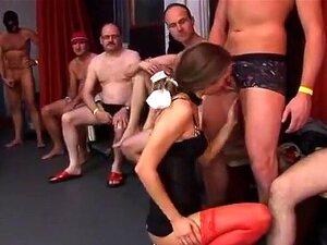 Velhos A Fazer Fila Para Um Gangbang Uma Jovem Stripper, Porn
