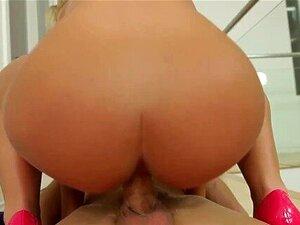 A Loira Boazona Nicole Aniston A Saltar Piça Porn