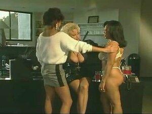 Anos 80 Lésbica 3some No Piso Superior Porn