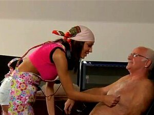 Menina Nus Velhos E Jovem Garota Naquele Momento Silvie Entra O Porn