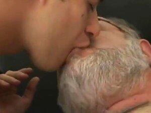 Um Filme Gay Caseiro Incrível Com Papás, Cenas Gordas, Porn