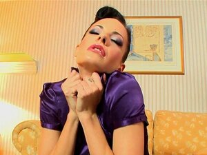 Glamour Ho Brincando Vag. Glamour De Euro Ho Cheirando As Calcinhas Dela E Brincando A Vag No Solo Porn