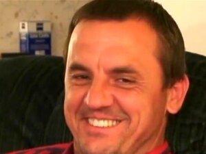"""WorkinmenXXX Vídeo: Ronnie Apressa-se Para Cum, Ronnie Tem 45 Anos E Afirma Que Ele é Bissexual, Então Talvez Que Ele Estará Disposto A Fazer Uma Cena De Ação No Futuro. Por Agora, Vamos Assistir Esta 5' 8 """", 160 Lbs Homem Ficar Nu E Masturbar-se. E Porn"""