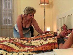 Ela Encontra A Velha Mãe E O Namorado A Foder Porn