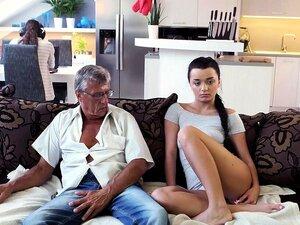 DADDY4K. Menina Impertinente Erica Black Seduz O Pai Do BF Para Foder.. Porn