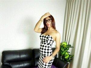 Fofo, Travesti De óculos Tira-lhe A Pila E Come-a Com Força. Porn