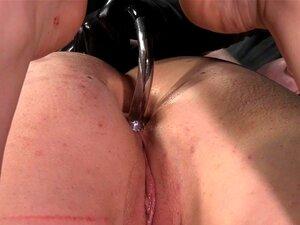 Humilhado Sub Analy Hooked E Feet Punished. Amarrada, A Cabra Humilhada Fica Viciada E Os Pés Castigados. Porn