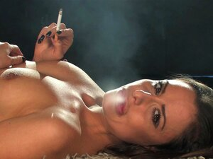 Nu Sarah Arnold Fumando Forte Marlboro Reds Porn