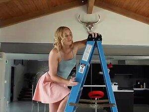 Enfiar O Dedo No Cu Das Namoradas Na Escada Porn