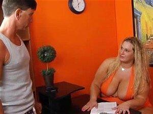 Cara Sentado Bbw, Bbw Femdom Domina O Homem Procurar Emprego. Eu Quero Ser O Próximo! Porn