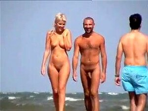 Loira Na Praia De Nudismo, Porn